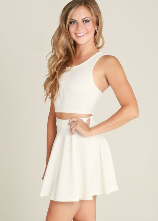 white dress crop top dress sleeveless crop dress two-piece flare two-piece www.ustrendy.com