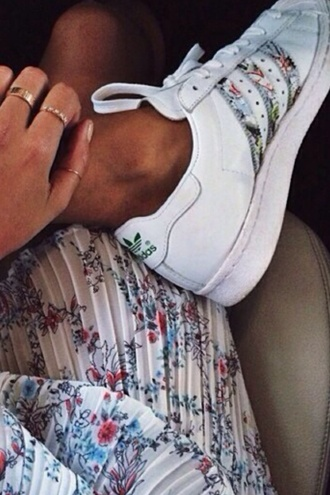 shoes adidas adidas shoes sneakers flowers white original adidaswomen jumpsuit limited edition superstar 2