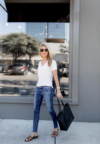 krystal schlegel blogger t-shirt shoes sunglasses bag jeans white t-shirt tote bag sandals