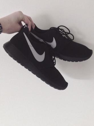 nike black shoes nike roshe run neon nike black shoes roshe runs nike running shoes pls
