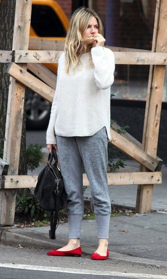 le fashion blogger sweater ballet flats red shoes white sweater grey sweatpants bag