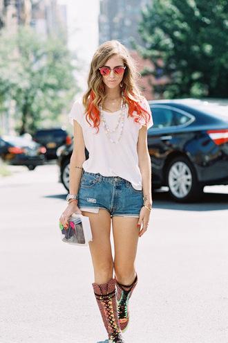 vanessa jackman blogger t-shirt hair dye denim shorts