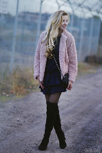 juliette jakubowska juliette in wonderland blogger pink jacket fuzzy coat knee high boots black boots suede boots