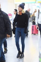 sweater,jeans,beanie,margot robbie,fall outfits,streetstyle,shoes,boots
