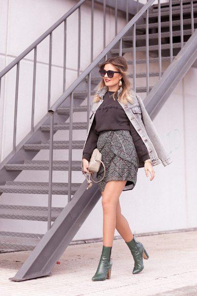 mi aventura con la moda blogger sweater skirt jacket shoes jewels sunglasses boots winter outfits denim jacket