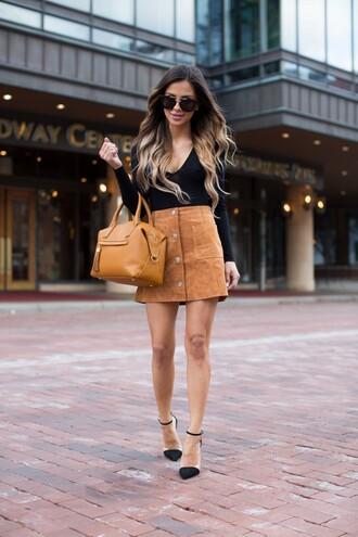 maria vizuete mia mia mine blogger sunglasses black top long sleeves suede skirt brown bag black heels camel suede skirt