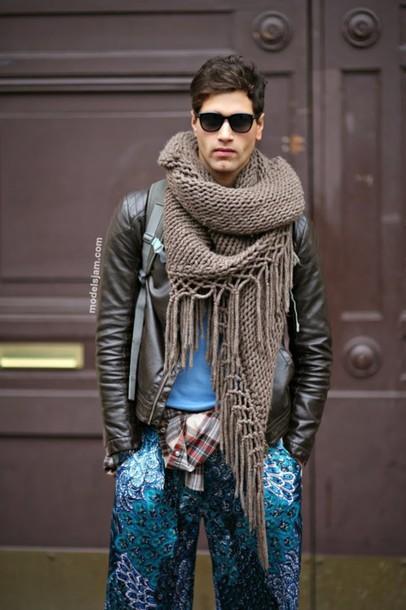 How to wear scarves men