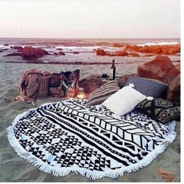 home accessory black white blanket dream date