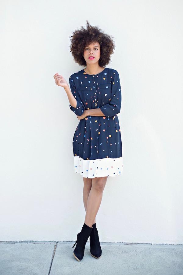 style me grasie blogger polka dots patterned dress navy dress black boots natural hair vintage