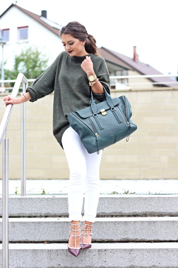 fashionhippieloves blogger jeans bag jewels khaki grey oversized sweater
