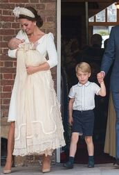 shoes,kate middleton,heels,high heels,pumps,earrings,acessories,dress,white dress,white,midi dress