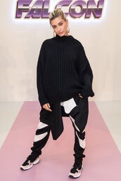 sweater,hailey baldwin,model,sneakers,pants,black and white,fashion week