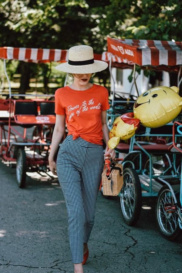pants hat tumblr gingham t-shirt red t-shirt sun hat bag basket bag