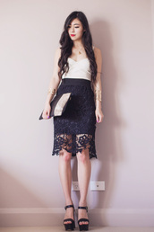 metallic paws,blogger,top,jewels,lace skirt,wedge sandals,pouch,cuff bracelet