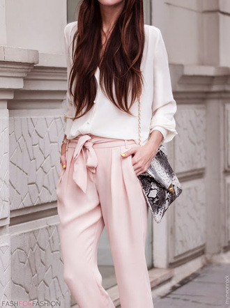 pants white blouse pink pleated pants grey print purse blogger