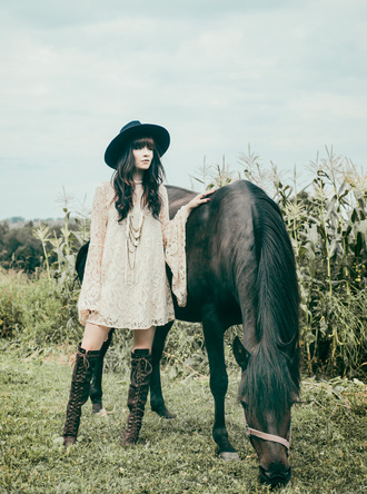 jag lever blogger country style boho dress knee high boots gypsy
