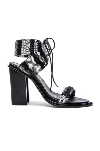 Sol Sana Chuck II Heel in black / white