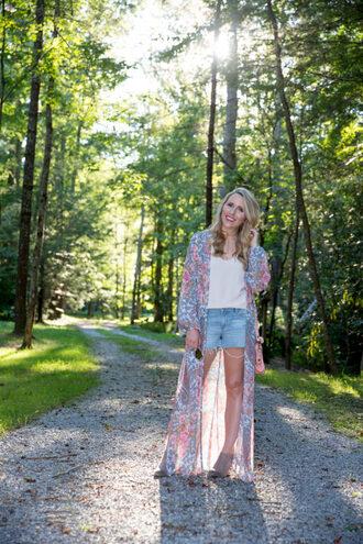 pearls&twirl blogger shoes tank top shorts sunglasses jewels denim shorts cardigan kimono summer outfits