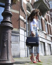 from hats to heels,blogger,top,jeans,bag,shoes,sunglasses