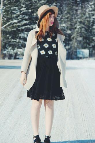 secret garden blogger hat daisy lace skirt