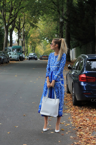 from brussels with love blogger dress shoes bag fall outfits long sleeve dress blue dress midi dress pumps high heel pumps