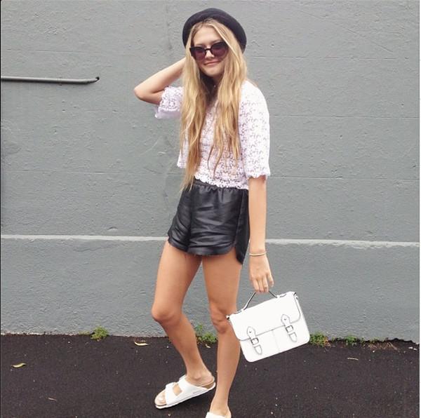 shorts black elastic waistband fauxleather leather shiny high waisted bag t-shirt shoes