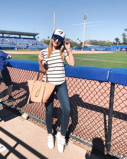 visions of vogue blogger t-shirt jeans shoes coat sunglasses make-up