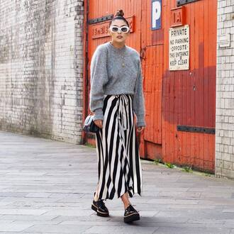 sweater tumblr grey sweater knit knitwear knitted sweater sweater weather skirt maxi skirt shoes black shoes sunglasses