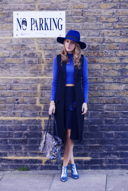 at fashion forte blogger skirt hat blue metallic shoes cropped sweater black skirt