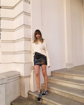 sweater cable knit black skirt white sweater turtleneck turtleneck sweater skirt mini skirt sneakers vans