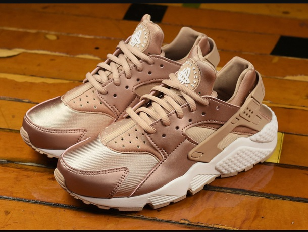 shoes, nike, rose gold, nike air huaraches, pink, nike shoes ...