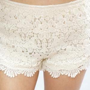 Lace Short - Creamy White on Luulla