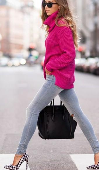 grey pants pink sweater turtleneck black handbag high heels