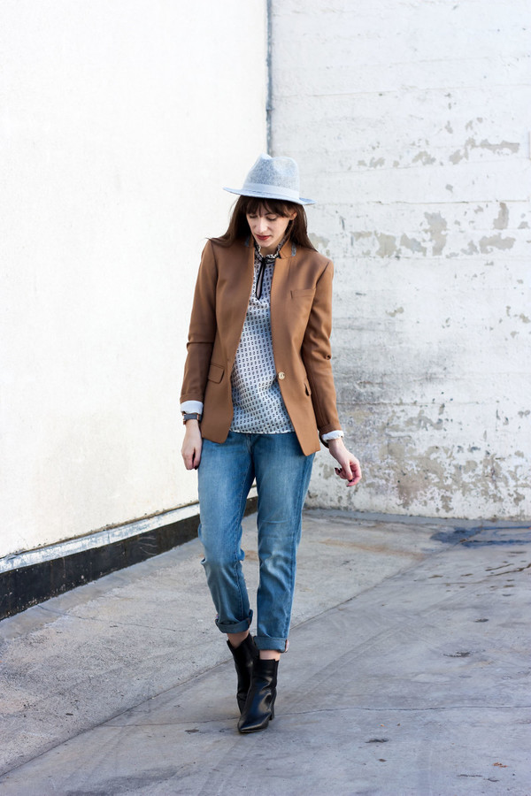 jeans and a teacup blogger jacket blouse hat jeans shoes jewels sweater blazer felt hat ankle boots fall outfits j crew boyfriend jeans