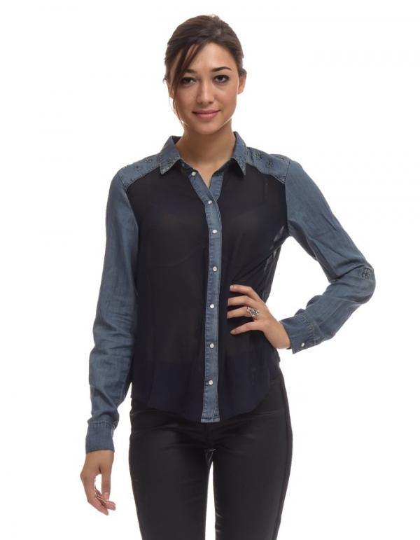 Camisa tejana combinada con gasa azul y tachuelas de Only