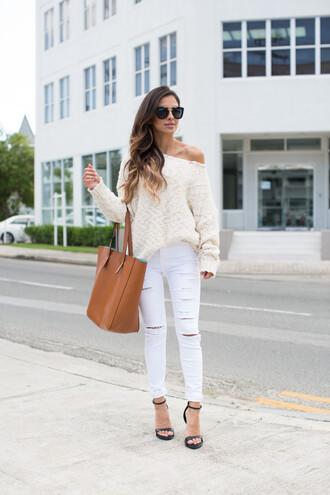 maria vizuete mia mia mine blogger sweater jeans shoes sunglasses bag jewels