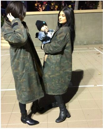 coat fall outfits fall coat kylie jenner kendall and kylie jenner kendall jenner boots camouflage shoes jacket army green jacket big jacket dark kyrie jenner green parker bomber jacket long line long sweet cool hipster
