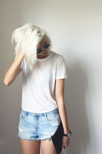 hair accessory platinum hair blonde hair hair dye short hair summer outfits casual distressed denim shorts clutch bag frayed denim black watch white sunglasses white tee shirt short shorts leather clucth