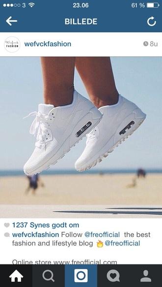 sneakers sneaks sneakers roshe run high top sneakers white feets air max nike air nike running shoes nike free run lovely pepa live free nikeairmaxvolt