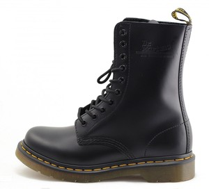 Dr Martens: 1490 Black - Tilted Sole