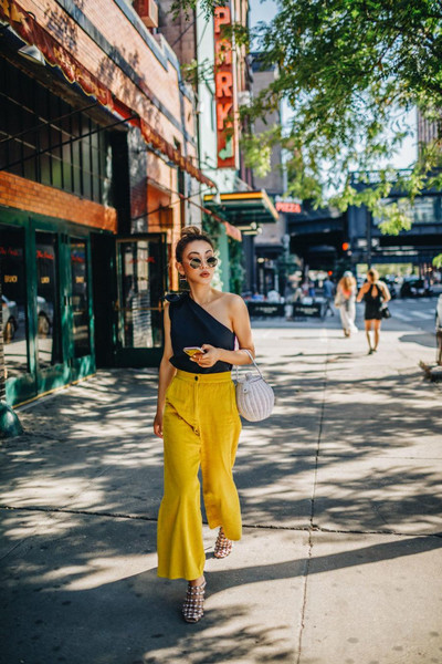 not jess fashion blogger top pants bag one shoulder yellow pants summer outfits sandals