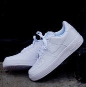 shoes,nike shoes,nike,white,white shoes,nike air force 1,white sneakers,low top sneakers
