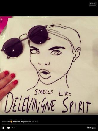 shirt cara delevingne t-shirt sunglasses
