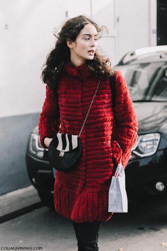 coat tumblr fashion week 2017 streetstyle red coat bag printed bag fur coat chain bag jeans black jeans skinny jeans