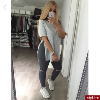 t-shirt grey side slit shoes jeans shirt grey t-shirt long shirt grey jeans ripped jeans folded jeans urban top style fashion beautiful high waisted jeans long split shirt nike air huaraches pants clothes swagg t shirt