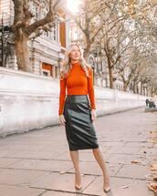 skirt,midi skirt,pencil skirt,leather skirt,black skirt,pumps,turtleneck
