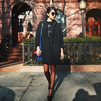 chicmuse blogger black coat