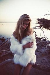 coat,fuzzy coat,fuzzy jacket,fur coat,faux fur coat,faux fur jacket,fur jacket,black,white,fluffy