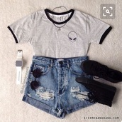 top,grey,grey top,black,alien,shorts,black shorts,tumblr,tumblr outfit,summer,summer outfits,necklace,converse,black converse,shoes,black shoes,cute,cute outfits,teenagers,teen outfit,alien top,denim shorts,t-shirt