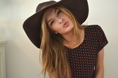 hat,sun hat,dark,summer,wide hat,fedora,western style,cowboy hat,brown,capeline